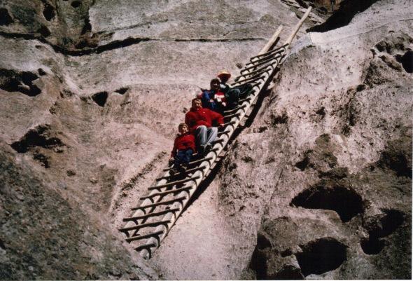 Bandelier 2000 - kids on the ladder